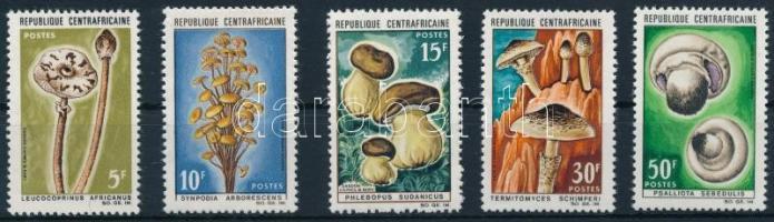 1967 Gomba sor Mi 132-136
