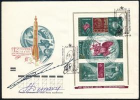 Gennagyij Szarafanov (1942-2005) és Lev Gyomin (1926-1998) szovjet űrhajósok aláírásai emlékborítékon /  Signatures of Gennadiy Sarafanov (1942-2005) and Lev Dyomin (1926-1998) Soviet astronauts on envelope