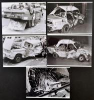 cca 1980 Karambolos autók, 19 db szabadon felhasználható vintage negatív (24x36 mm) és az erről készült 5 db 13x18 cm-es mai nagyítás