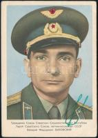 Valerij Bikovszkij (1934- ) szovjet űrhajós aláírása őt magát ábrázoló fotón /  Signature of Valeriy Bikovskiy (1934- ) Soviet astronaut on photograph
