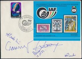 193 IAF FDC rajta Dr. Almár Iván, George Pisarenkó, Vlagyimir Alexandrovics Kosztelnyikov, Roger Chevalier, Jurij Rjazancev űrhajózási szakemberek aláírásával / Astronautic scientists and officials autograph signed FDC