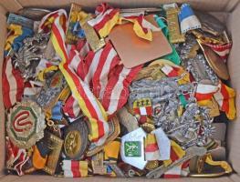 Ausztria ~1970. 100db-os vegyes osztrák turistajelvény tétel T:vegyes Austria ~1970. 100pcs of Austrian tourist badges C:mixed