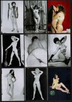 cca 1983 Fotómodellek, akik mindent megmutatnak, 33 db szolidan erotikus vintage negatívról készült mai nagyítás, 9x13 cm / 33 erotic photos, 9x13 cm