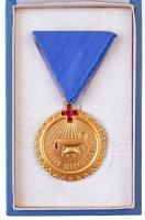 ~1980. Véradás Szervezésért aranyozott, zománcozott fém kitüntetés, szalaggal eredeti tokjában, kitűzővel (40mm) T:1