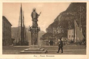 Riva, Piazza Benacense / square, monument