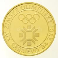 Jugoszlávia 1982. 5000D Au Téli Olimpia 1984 eredeti tokban (8,06g/0.900) T:PP felületi karc, ujjlenyomat Yugoslavia 1982. 5000 Dinara Au 1984 Winter Olympics in original case (8,06g/0.900) C:PP slightly scratch, fingerprint Krause KM#95