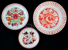 Hollóházi különféle tálak, tányérok, matricás, d:15-23,5 cm, összesen:9 db