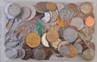 Vegyes, főleg fémpénz tétel ~700g súlyban, közte Nagy-Britannia 1931. 1/2C Ag V. György T:vegyes Various coins in ~700g weight, including Great Britain 1931. 1/2 Crown Ag George V C:mixed