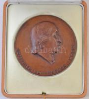 NSZK 1974. Gottfried-von-Herrder-Preis / Hamburg Br emlékérem eredeti dísztokban (90mm) T:2  FRG 1974. Gottfried-von-Herrder-Preis / Hamburg Br commemorative medal in original case (90mm) C:XF