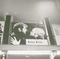 1969 Budapest, a Fővárosi Moziüzemi Vállalat hirdető oszlopai, plakáthelyei, kirakatai, ahol az új filmeket hirdették, 50 db szabadon felhasználható, vintage negatív, 6x6 cm