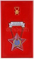 ~1950. Kiváló Dolgozó Rákosi-címeres zománcozott fém kitüntetés, Kossuth-címeres miniatűrrel, műanyag tokban T:2