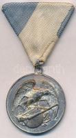 1936. Lövész díjérem, ezüstözött fém, mellszalagon, hátoldalon gravírozva. ARKANZAS BUDAPEST VÁCZI UCCA 20 gyártói tokban (39mm) T:2 kopott ezüstözés