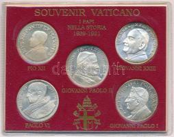 Vatikán 1991. Pápák 1939-1991 5db klf ezüstözött fém emlékérem szuvenír tokban, XII. Piusz, XXIII. János, VI. Pál, I. János Pál, II. János Pál T:1- Vatican 1991. Popes 1939-1991 5pcs of diff silver plated metal medals in souvenir packing, Pius XII, John XXIII, Paul VI, John Paul I, John Paul II C:AU