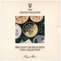 Nagy-Britannia 1989. 1p-1Ł (7xklf) forgalmi sor karton díszcsomagolásban, ragasztó elengedett T:BU Great Britain 1989. 1 Penny - 1 Pound (7xdiff) coin set in cardboard case, glue is loose C:BU
