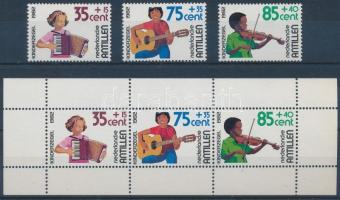 For youth: musicians + block, Az ifjúságért: zenélő gyerekek + blokk