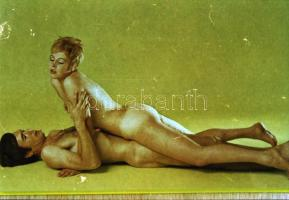 cca 1979 Expozíciók és szex-pozíciók, 24 db szolidan erotikus felvétel, Fekete György (1904-1990) budapesti fényképész hagyatékában fellelt repró negatív, 24x36 mm