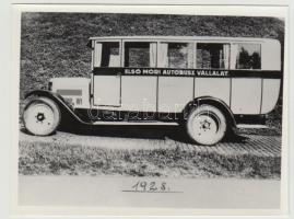 1928 Az Első Móri Autóbusz Vállalat autóbusza, későbbi előhívás, 9x12 cm