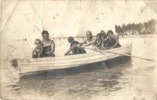 1921 Siófok, csónakázó család. Besenyi és Társa photo