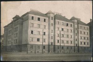 cca 1920-1930 Budapest, Épületek a Váci úton, 2 db fotó, egyik foltos, 12,5x14,5 és 15x23 cm