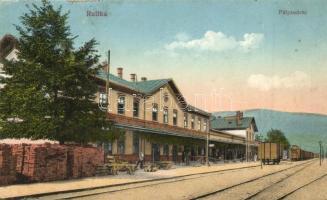 Ruttka, Vrutky; vasútállomás vagonokkal / Bahnhof / railway station with wagons