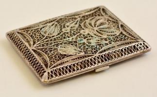 Áttört fém szelence, gazdagon díszített.8x6,5 cm