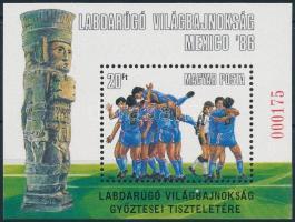 1986 Labdarúgó világbajnokság ajándék blokk (18.000) / Mi block 183 present of the post (ujjlenyomat / fingerprint)