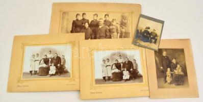 cca 1900 Vegyes fotó tétel, családi csoportképek, fotók kartonon, összesen 5 db: közte 2 db Nagyszent Miklós, Johann Heimann műterméből, 1 db, Békéscsaba-Gyula, Vörös Kálmán műterméből, egy körbevágott, 8x10 cm és 18x24 cm közötti méretben.