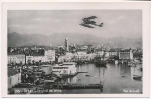Split, Spalato; hidroplán a kikötő felett / seaplane over the port. Fot. Borovic