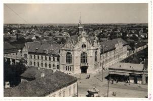 1940 Nagyszalonta, Salonta; Városháza, Freiberger Ármin üzlete, drogéria (gyógyszertár) / town hall, shops, pharmacy. photo + 1940 Nagyszalonta visszatért So. Stpl.