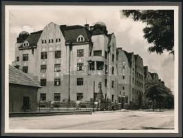 cca 1920-1930 Budapest XIII., MÁV tisztviselő ház, tervezte: Jeney Ernő, albumlapra ragasztott fotó, 12×17 cm