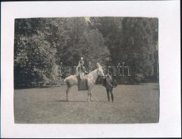 cca 1900 Knebel fotók egy szombathelyi nemesi család hagyatékából, az egyik pecséttel jelzett, kartonra ragasztva, 22x16 cm