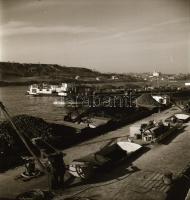 1956 Sztálinváros kikötőjének építéséről készült fotóriport, Kotnyek Antal (1921-1990) budapesti fotóriporter hagyatékából 45 db vintage negatív, 6x6 cm