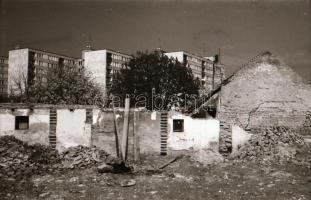 1978 Kecskeméti városképek (Árpádváros), 28 db vintage negatív, 24x36 mm