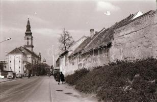 1972 Kecskeméti városképek (Gáspár u., Kisfaludi u.), 27 db vintage negatív, 24x36 mm