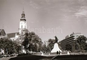 1984 Kecskeméti városképek (Villám u., Móricz Zs. u., Kossuth tér), 29 db vintage negatív, 24x36 mm
