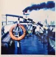 1988 Budapest, Végleg kikötve, a székesfehérvári Tóth István (?-?) vintage fotóművészeti alkotása, szerző által feliratozva, a magyar fotográfia avantgarde korszakából, 39x28,5 cm
