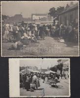 cca 1950 Kolozsvár, Cluj; tyúk piac, Széchényi tér, 2 db fotó, egyiken szakadás, 8,5x13,5 és 12x17,5 cm