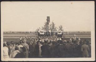 cca 1930 Tornászok díszalakzatban, fotólap, 9×14 cm