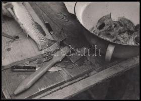 cca 1950-1960 Szeberényi György (?-?): Halpucolás, pecséttel jelzett, vintage fotóművészeti alkotás, 24x17 cm