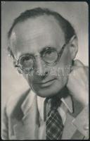 cca 1940 Gáspár Endre (1897-1955) újságíró portréja, Várkonyi pecséttel jelzett fotója, felületén törésnyommal, 14×8,5 cm