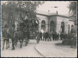 cca 1940 Magasabb társadalmi állású személy temetési menete 24x18 cm