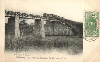 Dahomey, Le pont du chemin de fer sur le Zou / railway bridge with train over the Zou river