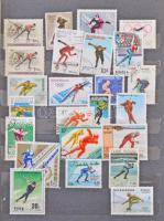 Sport és olimpia gyűjtemény, néhány száz különféle bélyeg 2 db A/4 és 1 közepes berakóban