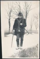 cca 1940-1950 Idős paraszt, 4 db fotó, Kádár György (1912-2002) Kossuth-díjas festő, grafikus, főiskolai tanár hagyatékából, 18x11 cm és 24x16 cm