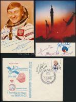 Űrhajósok aláírásao emléklapokon, összesen 9 db aláírása: Sigmund Jahn, Farkas Bertalan, Magyari Béla, Kubaszov, stb.