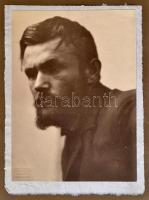 cca 1890-1940 báró Dóczy Lajos (1845-1918) újságíró, költő, Andrássy Gyula miniszterelnök fogalmazója családjának fényképalbuma. Kb 300 db fénykép a családfőről, leszármazottairól (Dóczi Pál és családja, ismerősök barátok). közte Székely Aladár fényképek is. Albumban.
