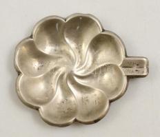 Ezüst(Ag) virág alakú tálka, jelzett, gravírozott évszámmal, 11,5×9,5 cm, nettó: 41,6 g