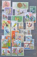 Sport motívum gyűjtemény, több száz különféle bélyeg és néhány blokk 3 db A/4 berakóban, hozzá kassai félmaraton emléklap 1997-ből