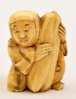 XX. század. eleje necuke, faragott elefántcsont figura, jelzés nélkül, m: 3 cm