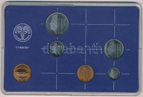 Hollandia 1985. 5c - 2 1/2G (5xklf) + 1985. s Rijks Munt 1985 (Királyi verde) Br zseton, műanyag tokban T:1 Netherlands 1985. 5 Cents - 2 1/2 Gulden (5xdiff) + 1985. s Rijks Munt 1985 (Royal Mint) Br jeton, in plastic case C:UNC